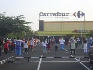Halaman Parkir Carefour
